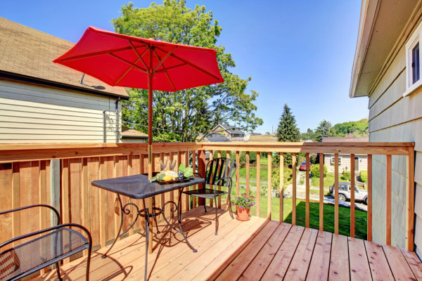 Deck builders in Coralville, IA